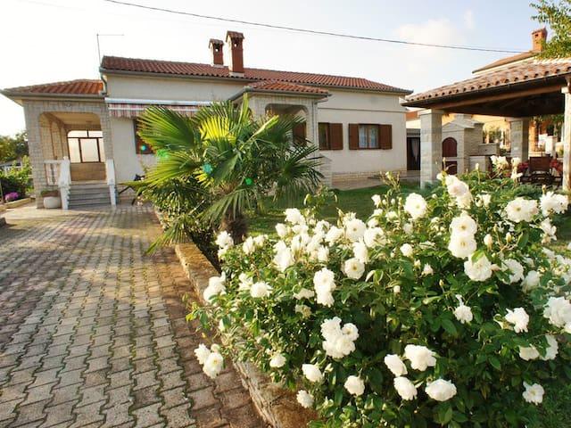 House Tanja - Valtura - House