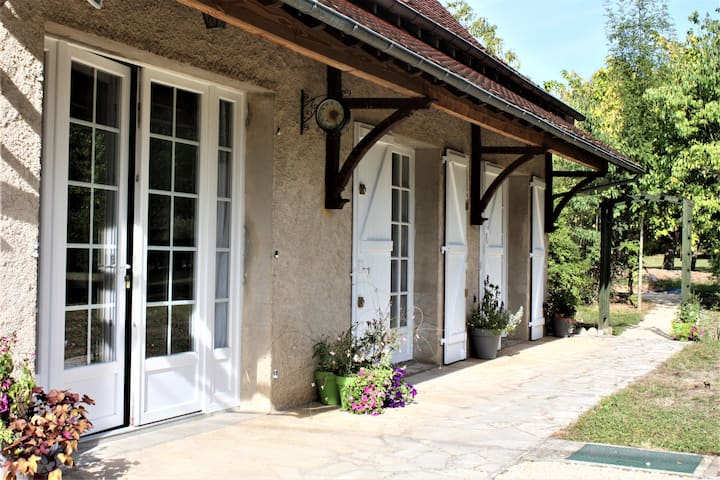 Comfortable cottage in Luzech, in the Lot Valley