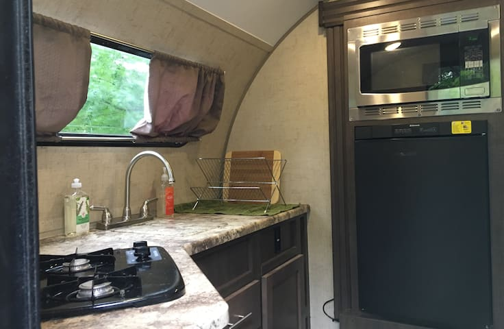Fully equipped kitchen with running water