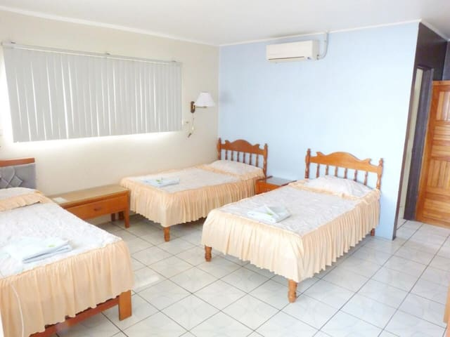 Triple room with 3 beds on the ground floor with A/C. Hotel Naralit