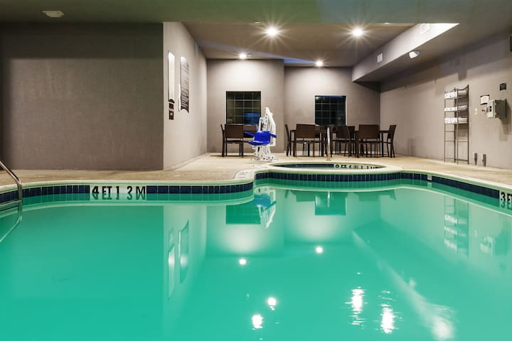 King Suite Near UT Tyler with FREE Breakfast | Fitness Centre + Pool Access