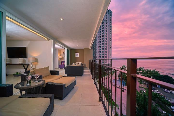 Colorful Beachfront oceanview condo. Large balcony