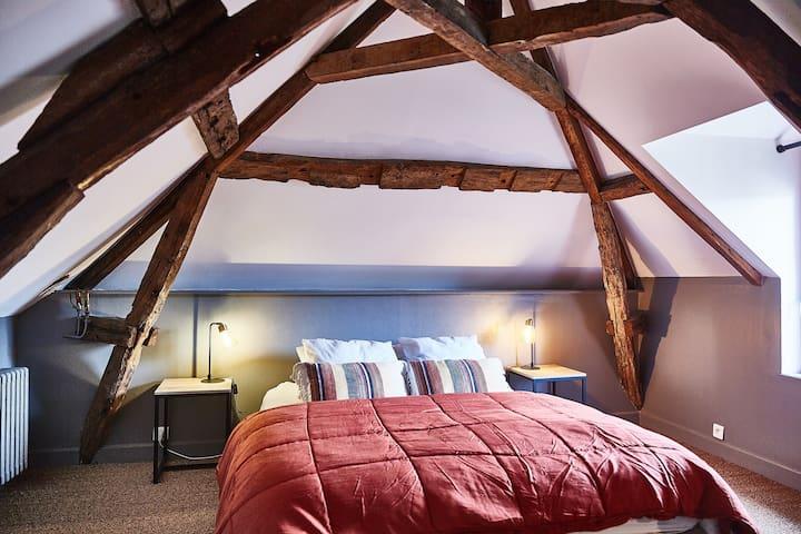 Chambre mezzanine avec 1 lit double de 160cm