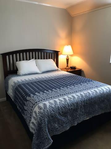 Bedroom 2 has queen size bed