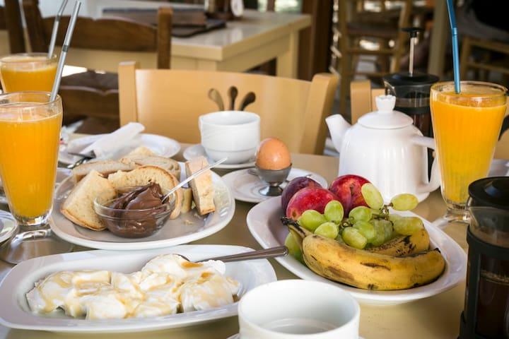 Double Room, Free Breakfast, West Crete's Beaches