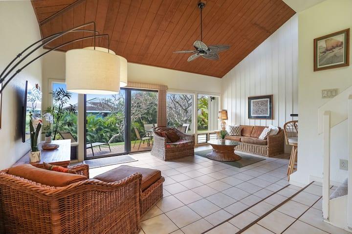 Garden floor condo w/shared tennis, pools, hot tub & beach access
