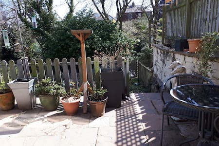 Lovely self-contained garden flat, Sheffield 11.