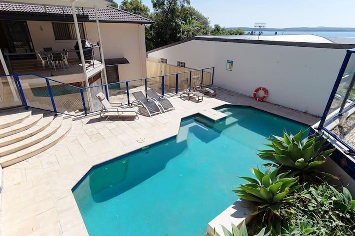 Kallaroo, 3 Kallaroo Street- great house with views, pool, WIFI and aircon