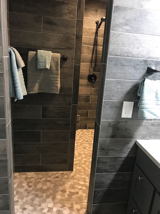 Shower with 2 Showerheads