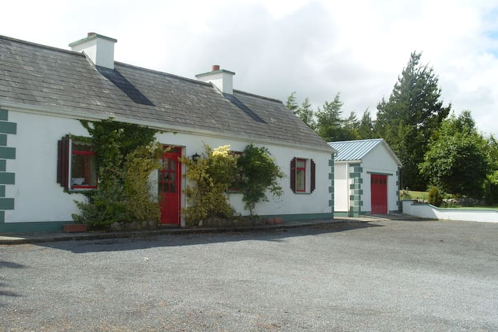 cosy country cottage in tranquil scenic mayo - Claremorris  - Hytte