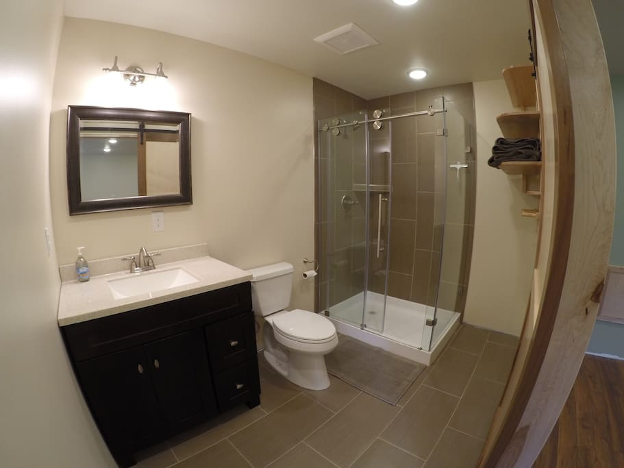 Full Size bathroom with radiant in floor heat is nice on the toes.
