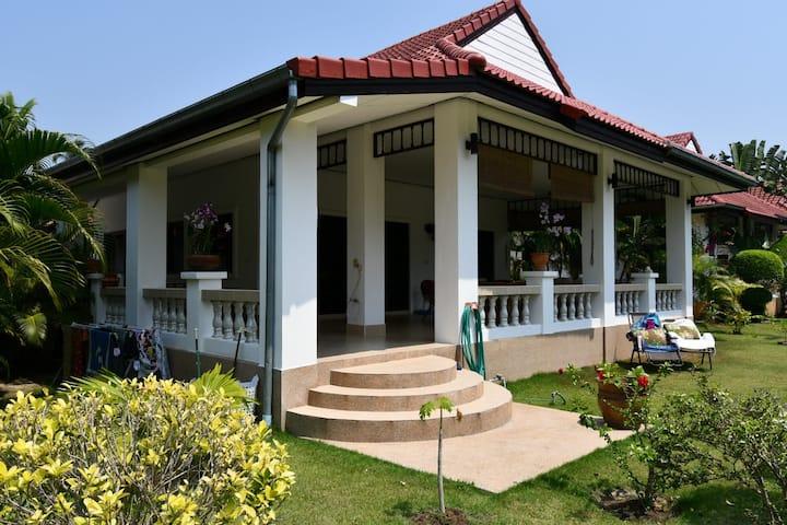 K28 Orchid 6, Vackert hus med stor uteplats