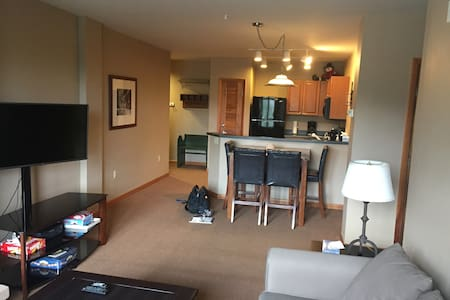 Ski in/out Oversized 1 Bed Ski Hill views NewOwner - Condominium