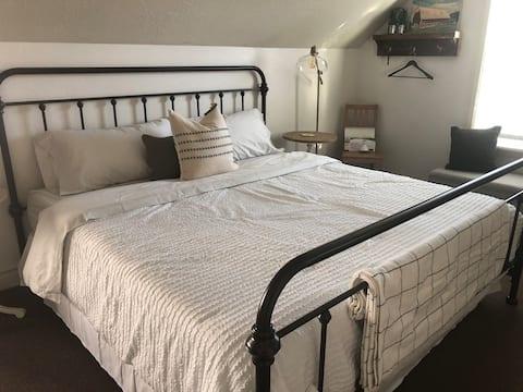 Cozy farmhouse guest-suite