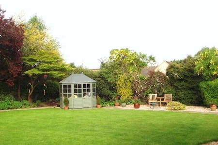 Autumn Folly-Chesterton Park-Cirencester-Twin Room - Cirencester - Bed & Breakfast