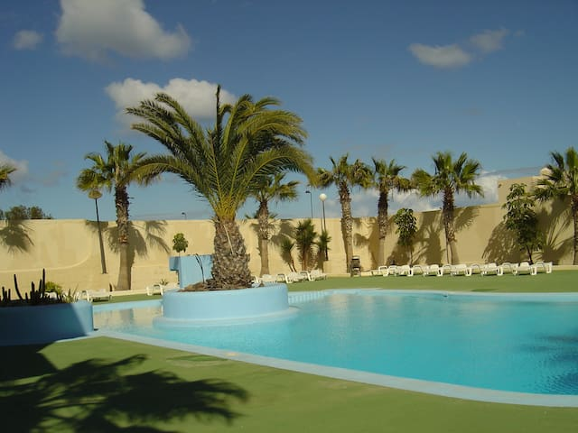 Duplex in Parque Holandes with communal pool. - La Oliva - Huis
