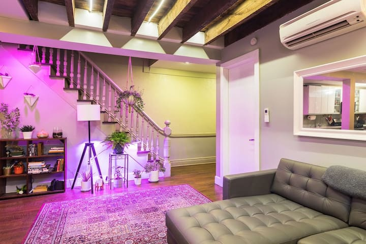 Private room, quiet 2 level Remodeled Brownstone!