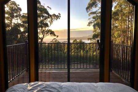 Wooded home overlooking Pirates Bay & beyond - Eaglehawk Neck - House