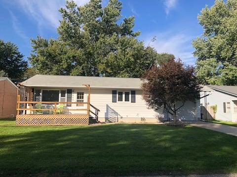 Cozy 4BR home near Iowa Wesleyan University