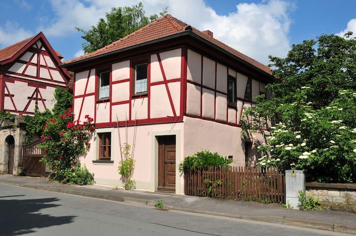 Wohnung im ehemaligen Wohnhaus von herman de vries - Knetzgau