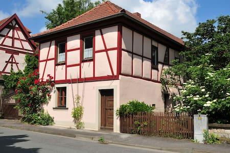Wohnung im ehemaligen Wohnhaus von herman de vries - Knetzgau - อพาร์ทเมนท์
