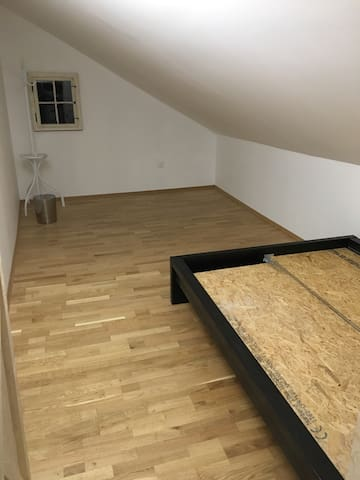 Double fully furnished tv+wifi free - Bilten - Hus