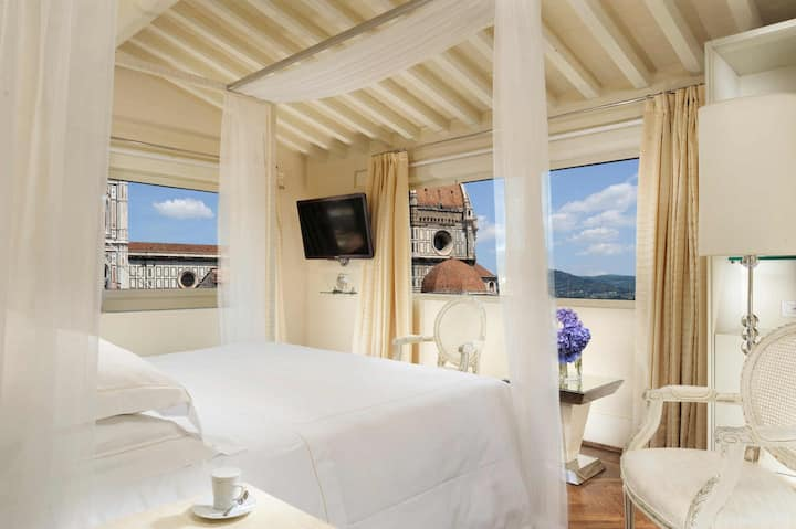 Pool Suite in the Heart of Florence
