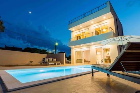 Villa Lele-Mediterranean House with pool & seaview