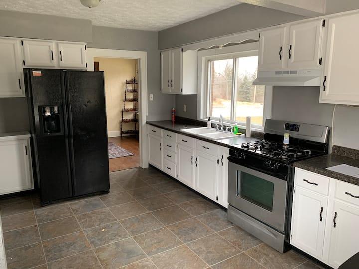 2 bedroom home, Pet friendly, 5 acres