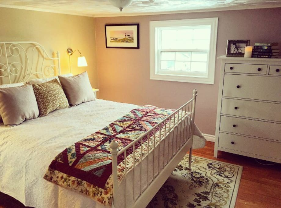 Inside the master bedroom you'll find a queen sized bed with high quality linens. At the foot of the bed is a beautiful homemade quilt.