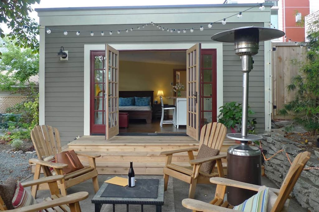 Ballard backyard cottage guesthouses for rent in seattle for Backyard cottage seattle