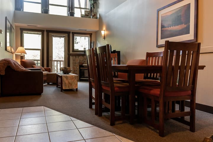 Silver Rock Condo. Mtn side,  quiet 3 bdrm suite