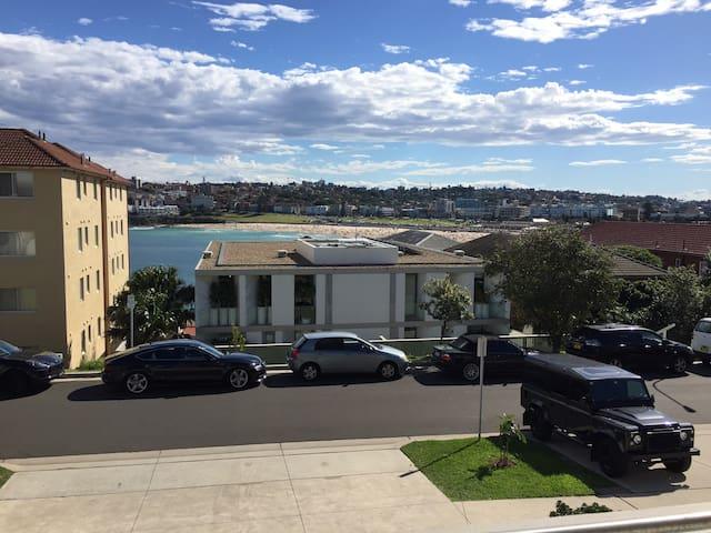Newly renovated apartment overlooking Bondi Beach - North Bondi - Apartment