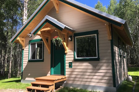 Baby Dall Cabin - Alaskan Luxury in the Forest - Talkeetna