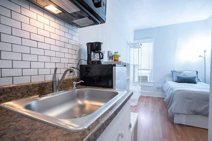 💘 Tiny but Cute Studio 🏡 Combined Bath/Shower✨1417