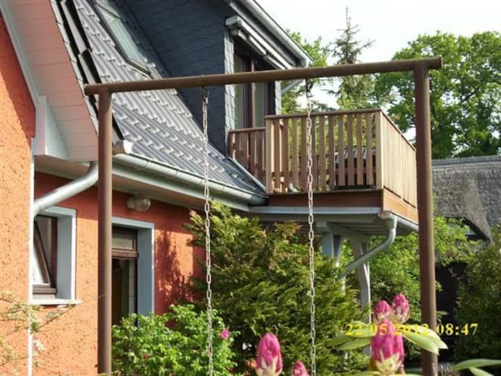 ruhige Ferienwohnung mit Balkon
