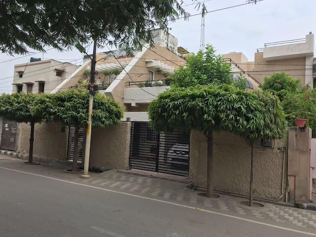 """""""Kiran"""" Villa on Rent in Varanasi"""