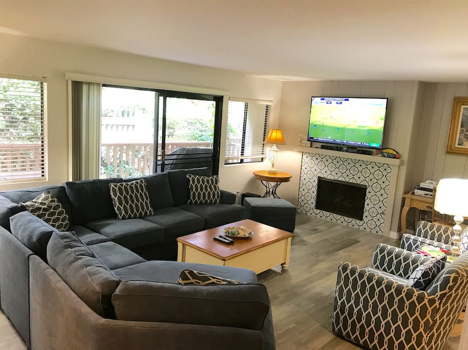 Family room with 60' flat screen TV