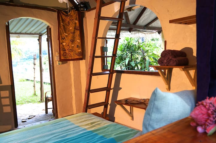 Mountain Caapi Cottage with Pool - Cochrane - Guesthouse