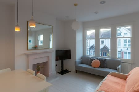 Stunning brand new flat beautifully styled