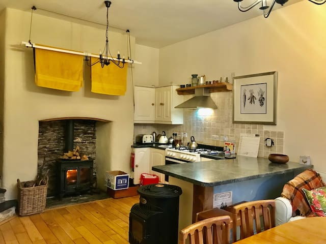 Exmoor sleeps 10, family and dog friendly retreat