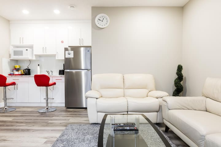 New 2 Bedroom Luxury Suite+Smart Private Entrance