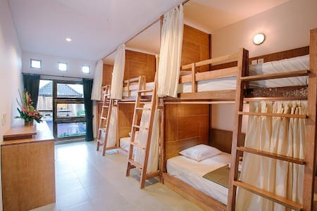 LOKAL BALI HOSTEL 6 BED MIXED - 1 PAX - Kuta - Hostal