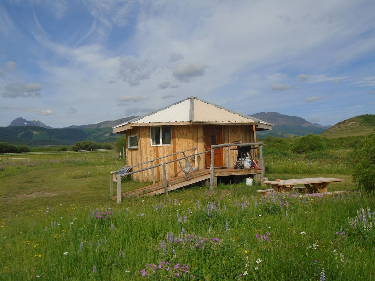 the roundhouse at squashum flats offers simplicity-beauty-solitude and a darn nice bed!