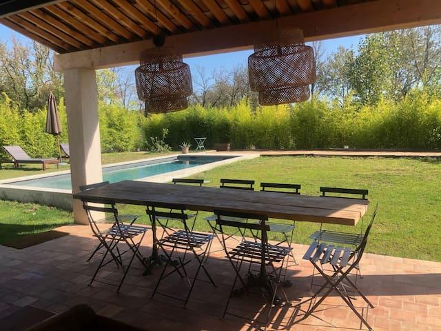 Maison neuve et moderne avec piscine à Grimaud