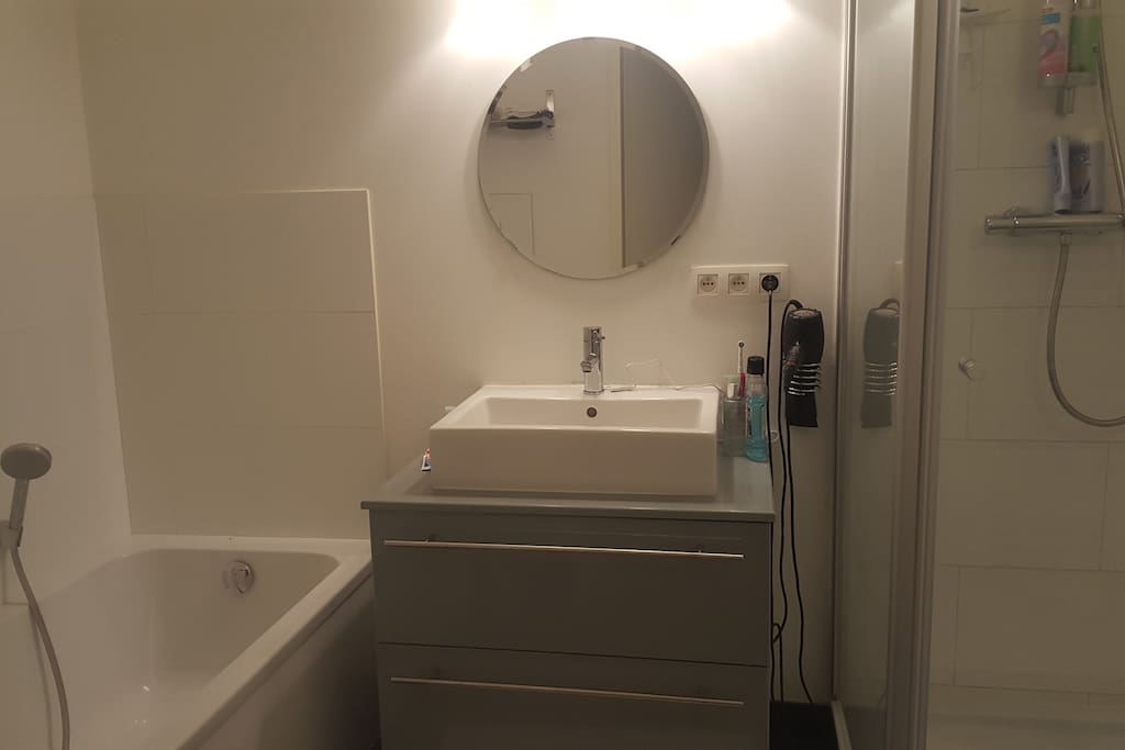 We share the bathroom which is fully equipped with bath and shower. You can use my hair dryer and towels (please indicate upfront).