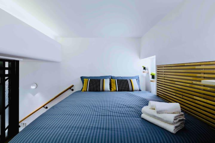 Loft standing height 185cm with Bedroom (standard double bed length 200cm X width 140 cm) &wardrobe 閣樓可站立高度為185公分,配備標準雙人床(長200X寬140 公分)及衣櫃