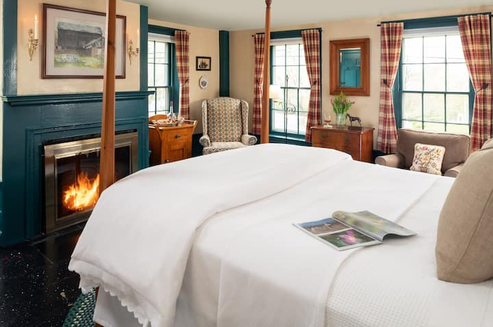 Highlands Room - Candleberry Inn