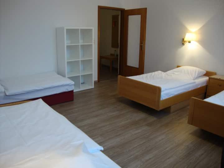 Messehotel Sarstedter Hof Vierbett Zimmer