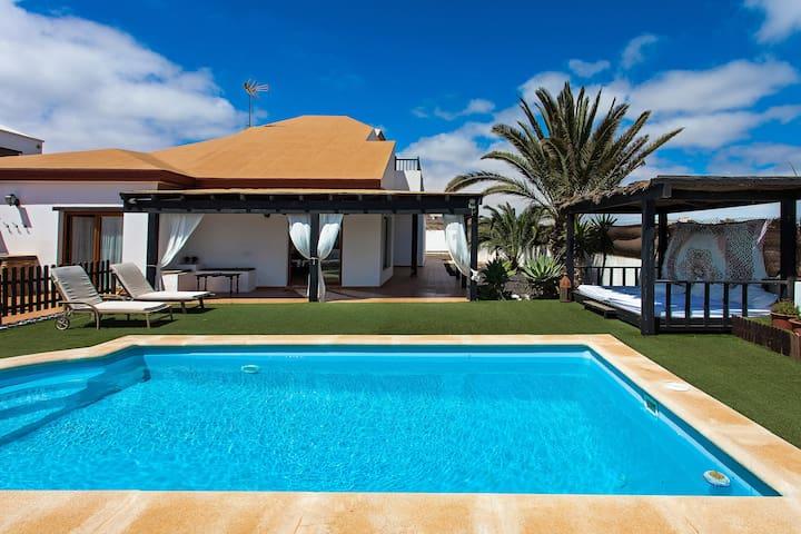 Villa con piscina privada y jard n 1000m2 case in affitto a villaverde isole canarie spagna - Porche da letto ...